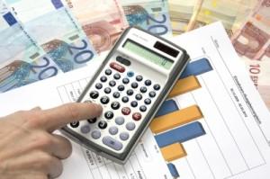 Das Geld zusammen zählen Quelle: Thorben Wengert  / pixelio.d