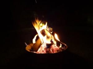 Nach dem Grillen - ein gemütliches Feuer